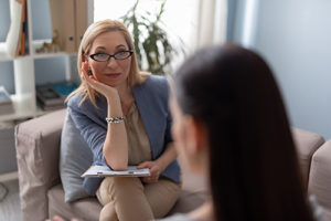 Therapist speaking to patient at a prescription drug addiction treatment center